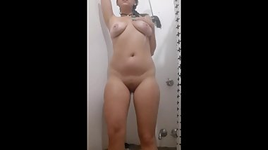 Watch me, a lonley hot aussie milf, soap up and wash my tight perfect body