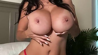 Ava Oiled Big Boobs!
