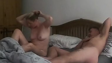 Mom joins stepson in the morning and sucks his morning glory 69
