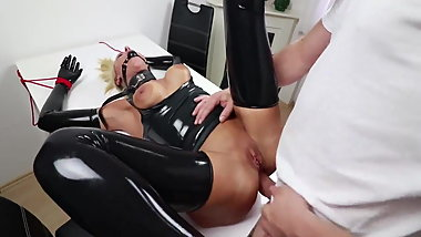 Beauty With Huge Tits Is Enjoying Hardcore Bondage And Dirty