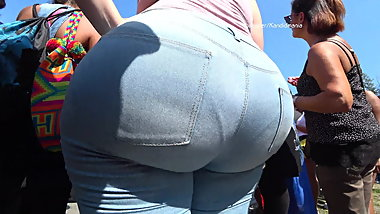BiG Booty pawg in blue jeans.