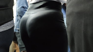 HOTTEST MIlf legging pull EVER! CANDID big Ass