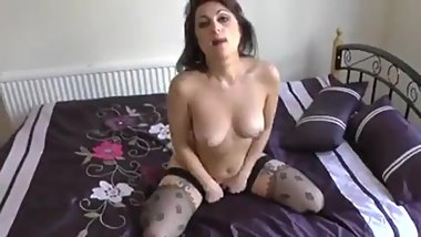 UK MILF Anutka erotic bedroom show