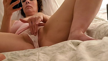 Amateur milf secretly recorded solo bate 2