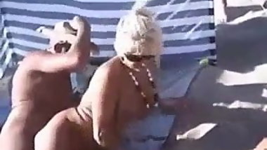 THREESOME ON PLAGE