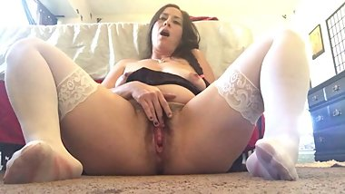 SOLO LATINA MILF MASTURBATES AND PUSHES OUT A CREAMPIE