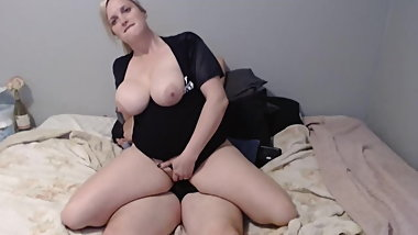 MILF gives hubby a one song lapdance