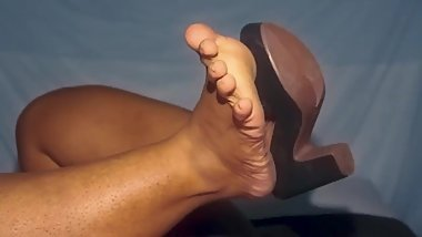 Taking off my high heels and uncovering my sexy feet
