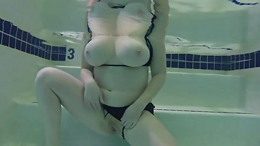 Big Tits Milf Flashing at the Gym Pool