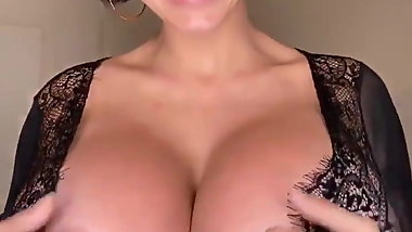 MILF Awesome Tits
