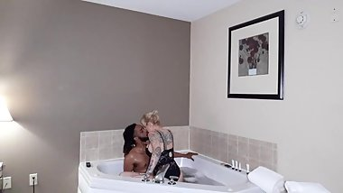 Romantic Rough fuck in the hotel jacuzzi