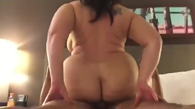 Pawg riding good dick